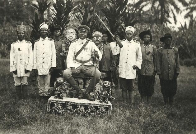 King Njoya präsentiert den Thron©smpb